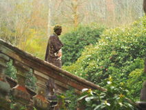 Escultura na vegetação Imagem de Stock Royalty Free