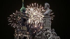 Escultura no terraço e no Hofkirche de Bruhl ou catedral dos fogos-de-artifício da trindade santamente e do feriado - igreja barr vídeos de arquivo