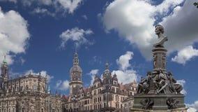 Escultura no terraço e no Hofkirche de Bruhl ou catedral da trindade santamente - igreja barroco em Dresden, Sachsen, Alemanha filme