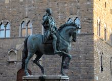 Escultura por Cosimo De 'Medici a cavalo - Florença imagens de stock