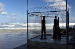 Escultura por el mar en Bondi imagenes de archivo