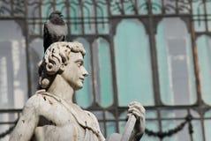 Escultura próximo do quadrado principal no Madri, Espanha Imagem de Stock