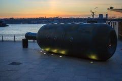 Escultura privada de la botella del paso de Malcolm Cochran en Nueva York fotos de archivo