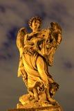 Escultura - puente de Sant Ángel en Roma, Italia Imagenes de archivo