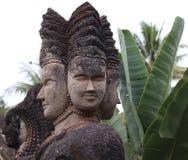 escultura Quatro-enfrentada da deidade no parque da Buda fotografia de stock