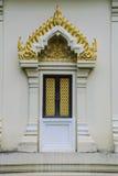 Escultura tailandesa da porta do templo Imagens de Stock