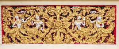 Escultura tailandesa en la pared del templo Fotos de archivo