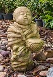 Escultura tailandesa tradicional divertida del jardín foto de archivo