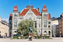 Escultura teatro nacional e do kivi finlandeses de Alexander o 22 de junho de 2013 Imagem de Stock