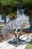 Escultura Thready del metal: Esculturas por el mar Fotos de archivo libres de regalías