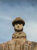 Escultura tradicional de un busto del ` s del hombre en la isla de Taquile, en el lago Titicaca Foto de archivo