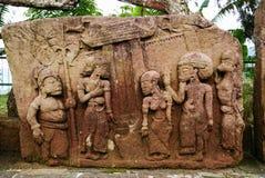 Escultura y alivio de piedra en el templo de Sukuh imagen de archivo