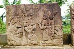Escultura y alivio de piedra en el templo de Sukuh imagenes de archivo