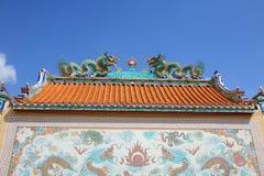 Escultura y pintura de los dragones gemelos Imagenes de archivo
