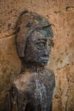Esculturas antiguas del fetiche del vudú usadas en esta creencia africana tradicional por el sacerdote local del fetiche foto de archivo