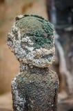 Esculturas antiguas del fetiche del vudú usadas en esta creencia africana tradicional por el sacerdote local del fetiche Imágenes de archivo libres de regalías