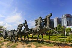 Esculturas corrientes de los caballos en centro de negocios guanyinshan Imágenes de archivo libres de regalías