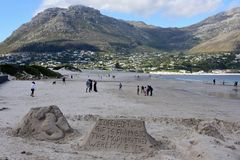 Esculturas da areia, baía de Hout, cabo peninsular, África do Sul imagem de stock royalty free