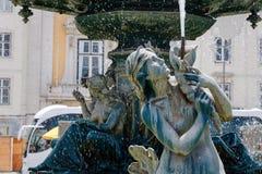 Esculturas das sereias e de jovens na fonte Lisboa, Portugal Imagem de Stock Royalty Free