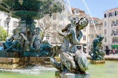 Esculturas das sereias e de jovens na fonte Lisboa, Portugal Foto de Stock Royalty Free