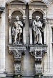 Esculturas de Jean Goujon y de Guillaume Bude en París, Francia fotografía de archivo