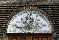 Esculturas de la iglesia de la Inmaculada Concepción de la Virgen María bendecida Fotos de archivo