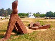 Esculturas de la relajación y de la sirena en la playa de Shankumugham, Thiruvananthapuram, Kerala, la India Imagenes de archivo