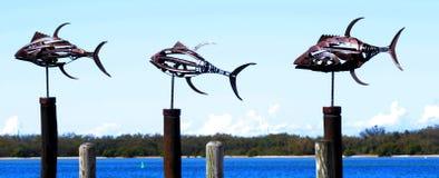 Esculturas de los pescados del metal foto de archivo