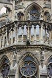 Esculturas de pedra na fachada da catedral Notre-Dame de Reims fotos de stock