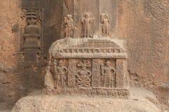 Esculturas del embutido en cueva budista Fotografía de archivo