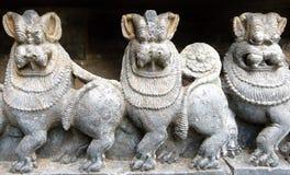 Esculturas del león en Belur la India imagen de archivo