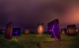 Esculturas del metal en la noche Imágenes de archivo libres de regalías