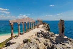 Esculturas e colunas no estilo grego na ilha Fotrune, Fotos de Stock Royalty Free