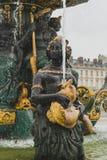 Esculturas en la fuente de los mares de en el lugar la Concorde en París, Francia fotos de archivo libres de regalías
