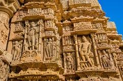 Esculturas en la pared externa del templo de Modhera Sun Fotografía de archivo