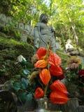 Esculturas en un jardín japonés Fotos de archivo libres de regalías
