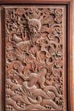 Esculturas excelentes de Fushun, Sichuan no condado de Fushun das portas de grande salão do templo Imagens de Stock