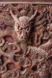 Esculturas exquisitas de Fushun, Sichuan en el condado de Fushun de las puertas de gran pasillo del templo imagen de archivo libre de regalías