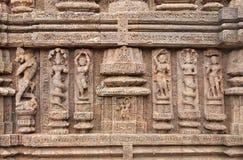 Esculturas hermosas talladas en el templo de Sun, Konark Fotos de archivo