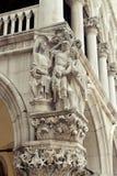 Esculturas no palácio do ` s do doge Imagem de Stock Royalty Free