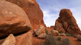 Esculturas rojas maravillosas de la roca en el parque nacional Utah de los arcos almacen de video