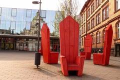 Esculturas vermelhas da poltrona, Aix-la-Chapelle, Alemanha Fotos de Stock