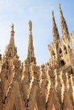 Esculturas y pináculos en Milan Cathedral, Italia Fotografía de archivo libre de regalías