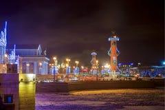 Escupitajo de Vasilyevsky Island en St Petersburg con la Navidad Imágenes de archivo libres de regalías