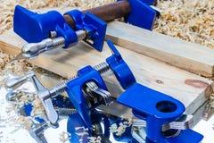 Escuro - braçadeira de tubulação azul Fotos de Stock