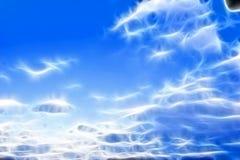 Escuro - céu azul com nuvens fotografia de stock royalty free