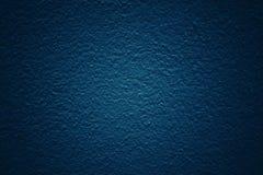 Escuro - fundo azul do tom com superfície modelada e textured do muro de cimento fotografia de stock royalty free