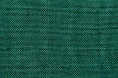 Escuro - fundo verde da tela de ensaque tecida densa, close up Estrutura do macro de matéria têxtil Imagem de Stock Royalty Free