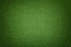 Escuro - fundo verde de um material de matéria têxtil com teste padrão de vime, close up fotografia de stock