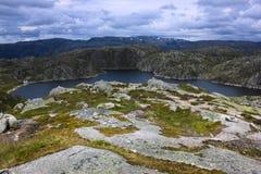 Escuro - lago azul Fotografia de Stock